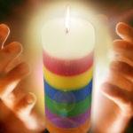 Amarre con la vela de siete colores, para gozar del amor